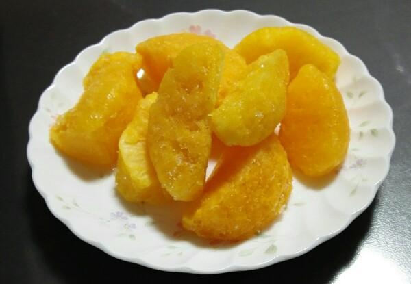 セブンイレブンの冷凍「くだもののおいしさそのままオレンジ」食べてみた感想レビュー 中身