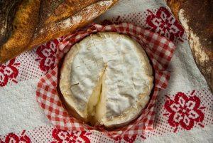 変わり種バーベキューメニュー カマンベールチーズでチーズフォンデュ